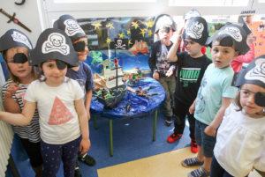 Pirata festa Santa Juakina egunean